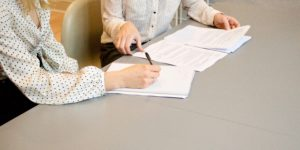 Zanim podpiszesz umowę, czytaj, pytaj, sprawdzaj. Bądź czujny.